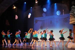 Valdemorillo pone en danza su Deseo de Navidad  con tres festivales llenos de coreografías interpretadas por todos los alumnos que siguen sus clases de baile en la EMMDEA