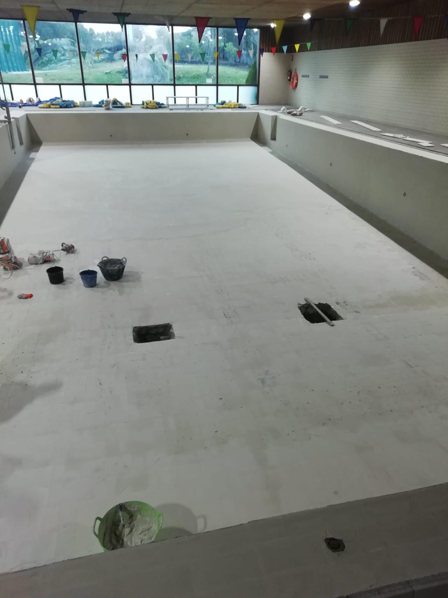 La adjudicación de la instalación de la deshumectadora, aprobada ya  por la Junta de Gobierno Local, marca el avance definitivo para completar el arreglo y mejora de la piscina cubierta de Valdemorillo