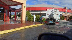 """Se suceden las muestras de agradecimiento de los vecinos del casco y urbanizaciones de Valdemorillo  a la labor de los equipos de limpieza,  """"que no han parado ni un momento en una actividad que desarrollan incluso con más ahínco"""""""