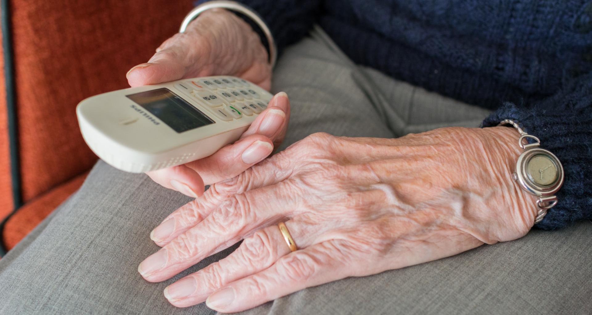 Programa «Charlamos» para mayores
