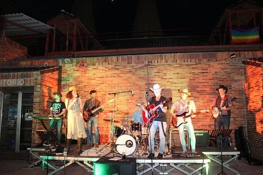 Valdemorillo recupera ya el ritmo de  las actuaciones en vivo con  el country de Henry's Band en el primero de los conciertos de la nueva edición de Música en el Jardín