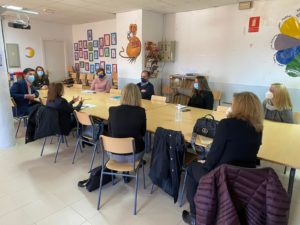 Celebrada la primera reunión informativa para avanzar en la implantación del proyecto bilingüe en el Colegio Juan Falcó