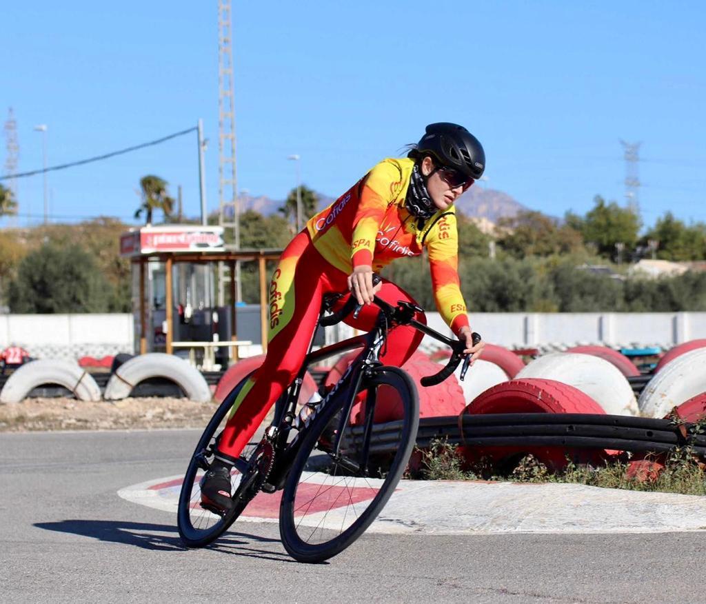 Adriana San Román da un paso decisivo  en su brillante carrera deportiva y se gradúa como profesional con su fichaje por el Sopela Women's Team