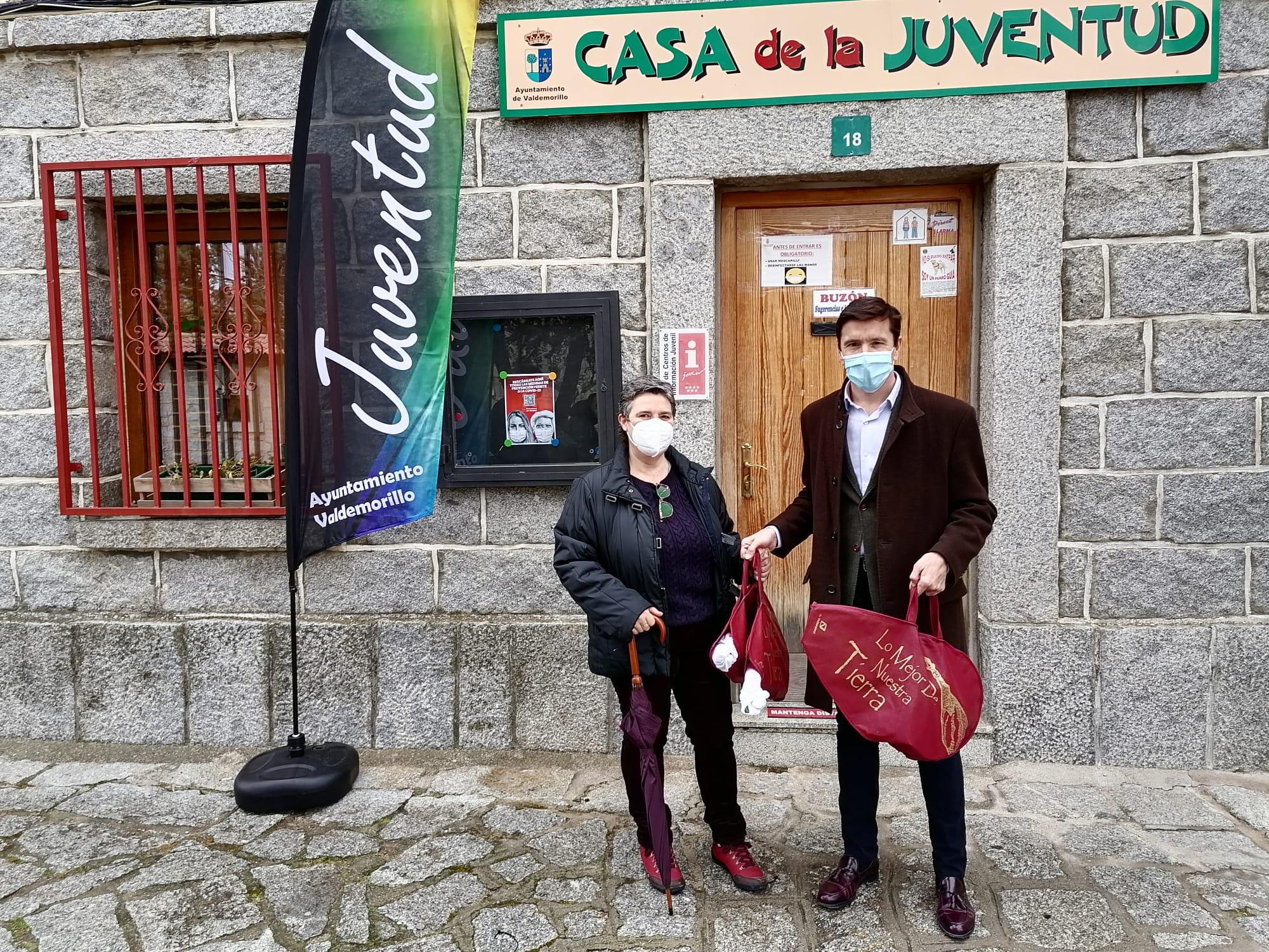 María Luisa Gamella, ganadora del concurso    organizado por la concejalía de Juventud    para el fomento y recuperación de la cultura belenista en Valdemorillo