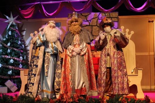 Los Reyes Magos regalan una tarde de fantasía e ilusión  a los niños y niñas de Valdemorillo
