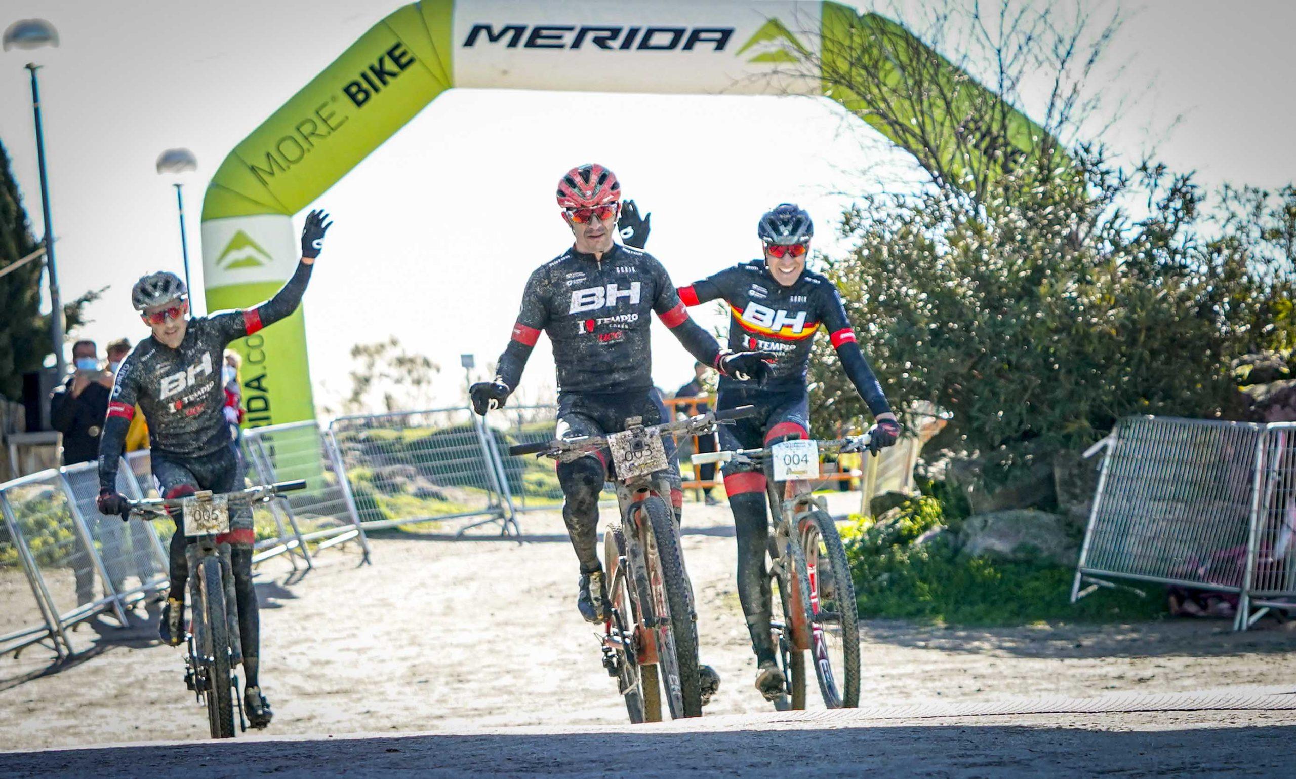 La Clásica de Valdemorillo, aún más mítica  con Carlos Coloma  y Rocío del Alba  como vencedores para coronar  la edición del XXX Aniversario de la prueba  que vuelve a hacer historia en el mountain bike español