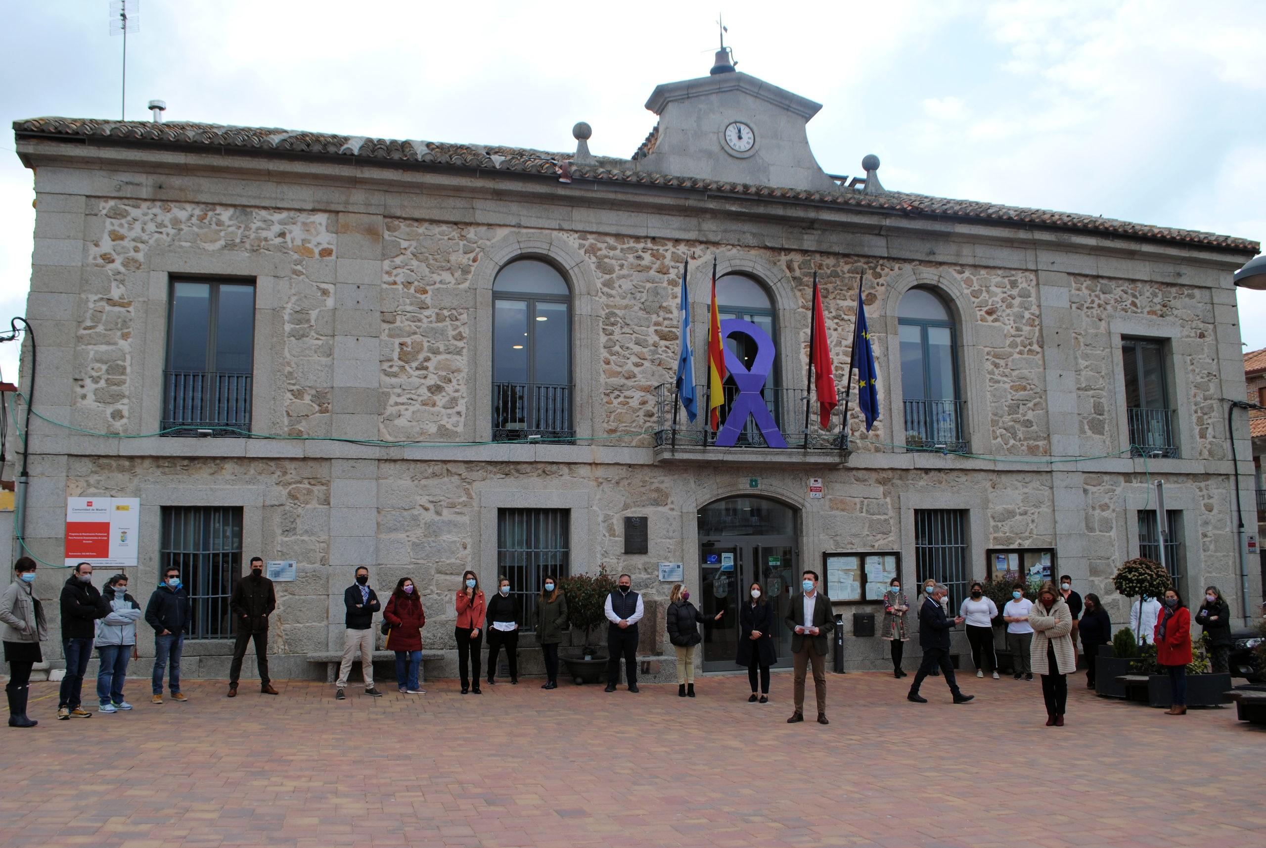 """El Ayuntamiento de Valdemorillo se reafirma este 8-M  en su compromiso con la defensa y protección de la igualdad real entre mujeres y hombres  y reivindica la importancia de """"no dar pasos atrás  en el camino andado"""""""