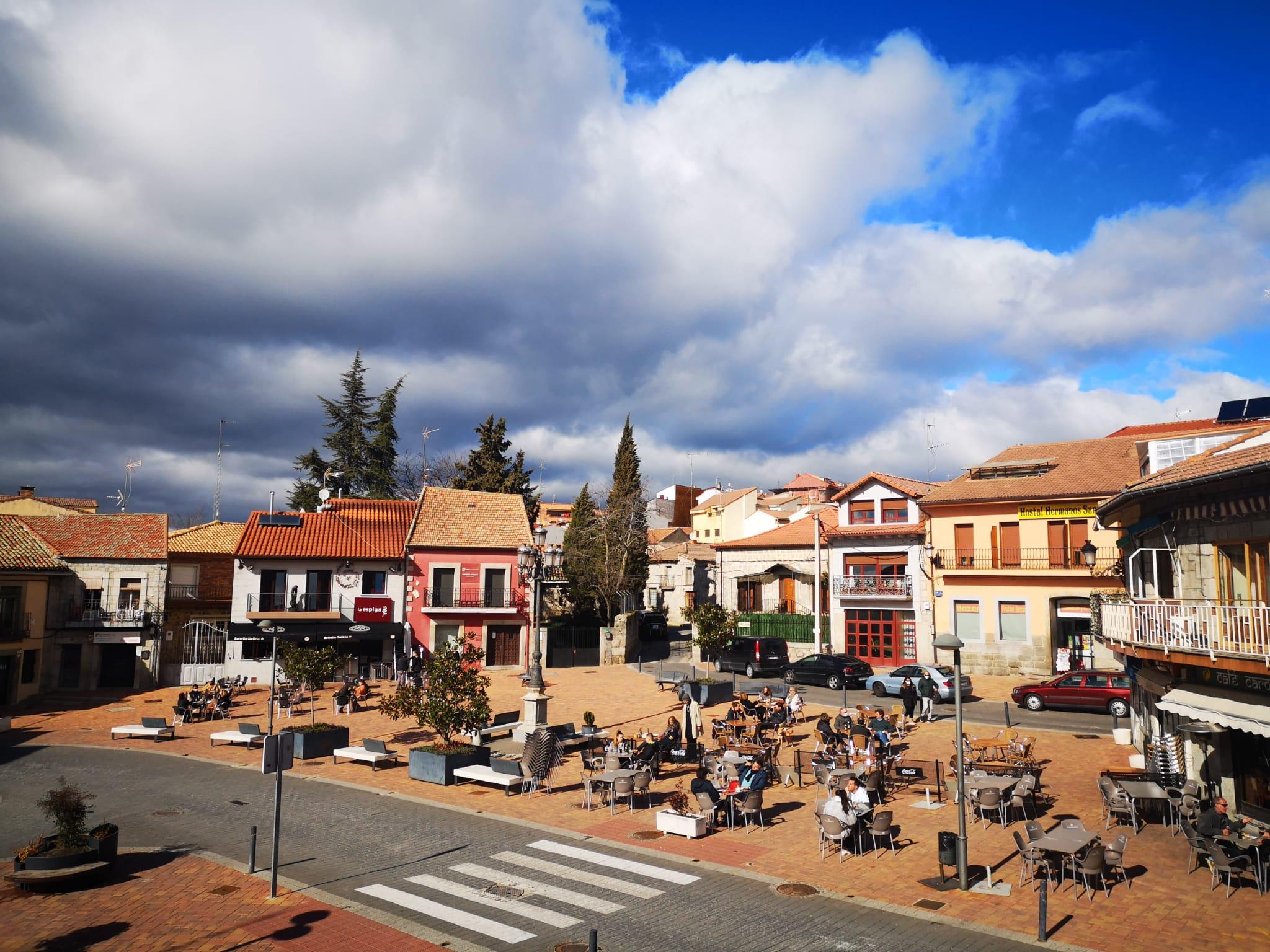 La Junta de Gobierno Local acuerda el cierre de  la principal vía urbana de Valdemorillo en Semana Santa  para facilitar un mayor espacio para el paseo y disfrute de las familias, al tiempo que se contribuye a la dinamización de la actividad económica