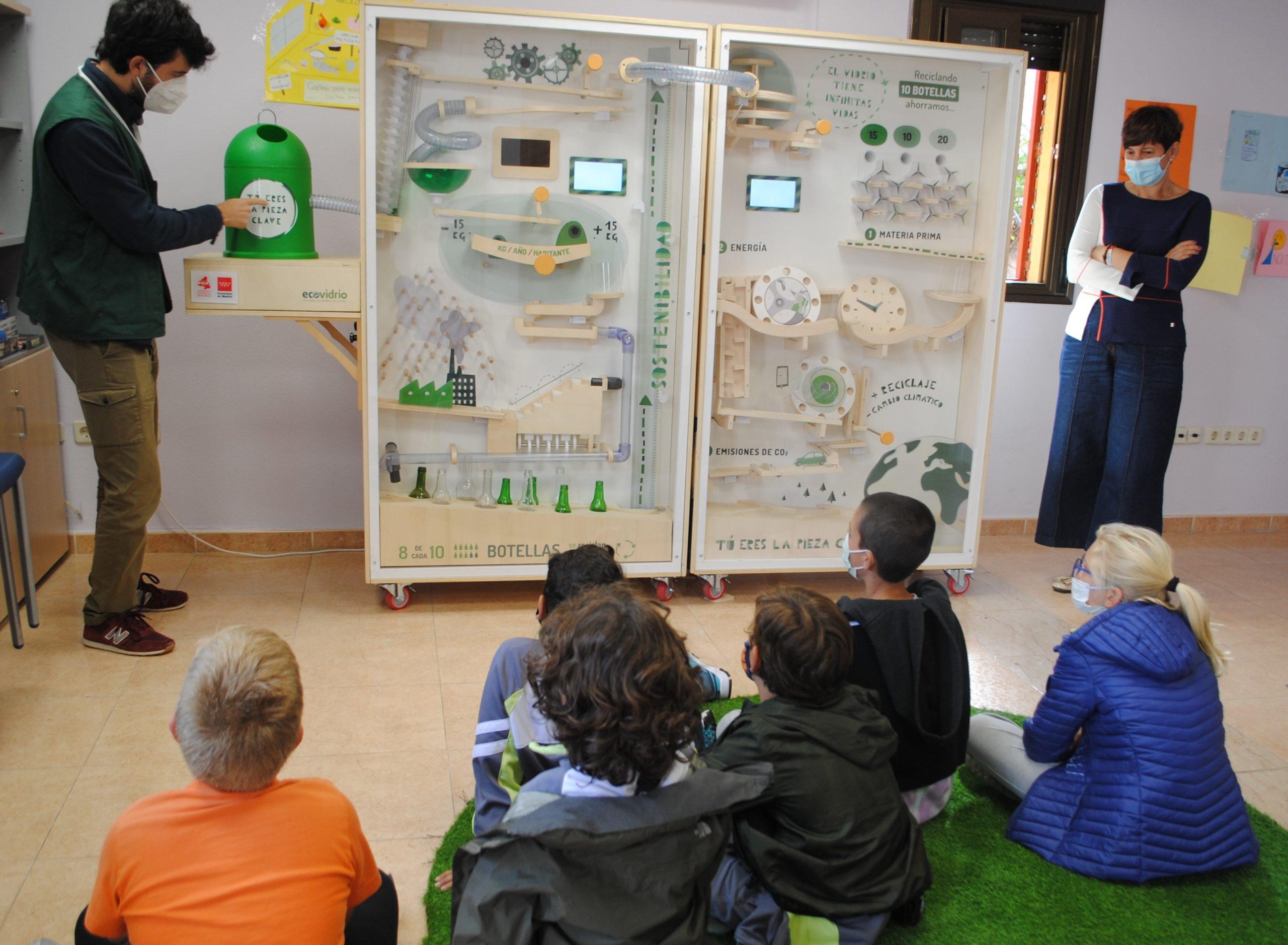 """Valdemorillo aprende a ser """"Pieza Clave"""" para garantizar las infinitas vidas del vidrio gracias al reciclaje"""